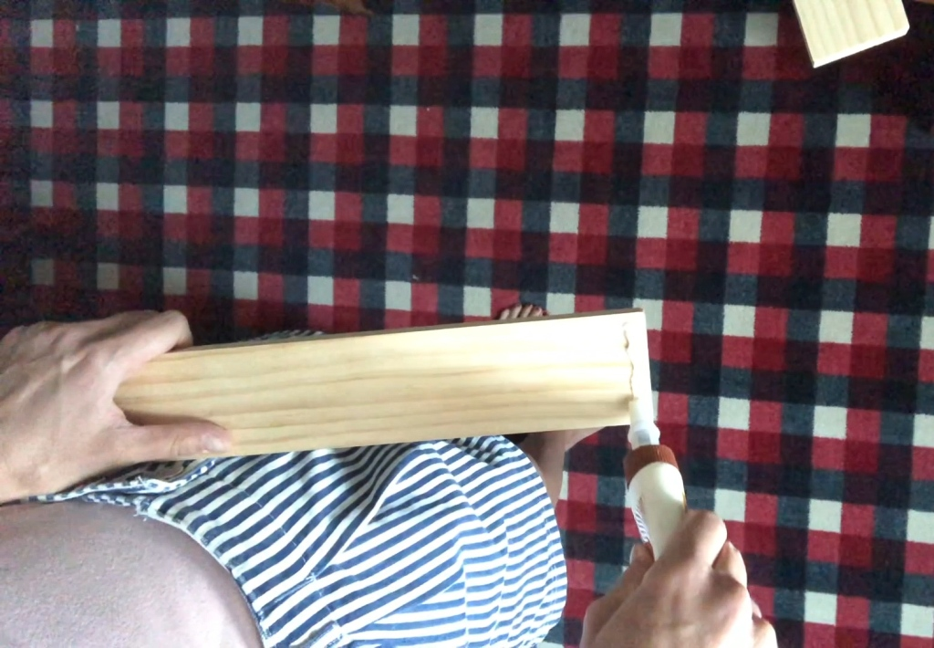 Apply wood glue at joint